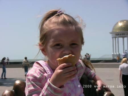 я в Бердянске ем мороженое